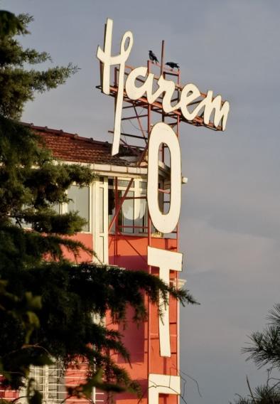 Istanbul signage Hotel Harem Oliver Lins - Quest, Im Wandel der Zeit
