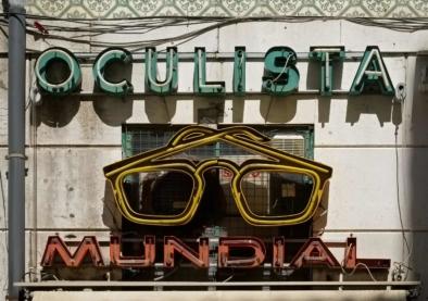 Lisbon Oculista Typography Signage. Quest - Im Wandel Der Zeit. Oliver Lins