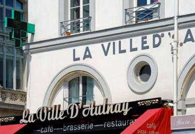 Streets Of Paris Signage. Quest - Im Wandel Der Zeit. Oliver Lins
