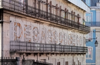 Lisbon's architecture, signs and storefronts. Quest - Im Wandel Der Zeit. Oliver Lins