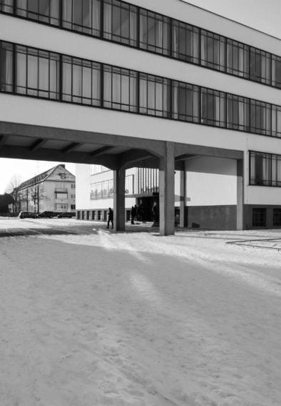 Bauhaus Dessau, Facade, Grids, Quest - Im Wandel der Zeit,Oliver Lins