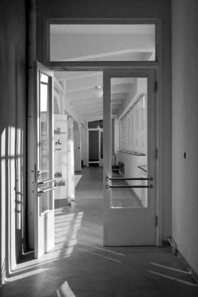 Bauhaus Dessau, Hallway & Door, Walter Gropius, Oliver Lins