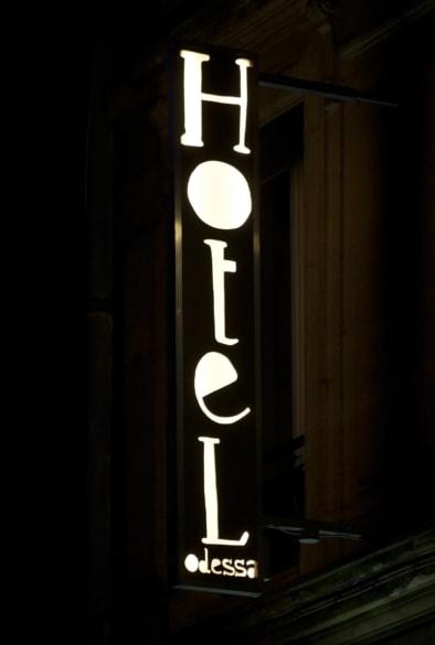 Signs Montparnasse - Oliver Lins, Quest - Im Wandel der Zeit