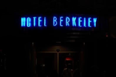 Neon Hotel Berkeley Montparnasse - Oliver Lins, Quest - Im Wandel der Zeit