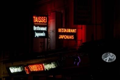 Neon signs Montparnasse - Oliver Lins, Quest - Im Wandel der Zeit