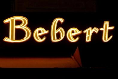 Neon signs Chez Bebert Montparnasse - Oliver Lins, Quest - Im Wandel der Zeit